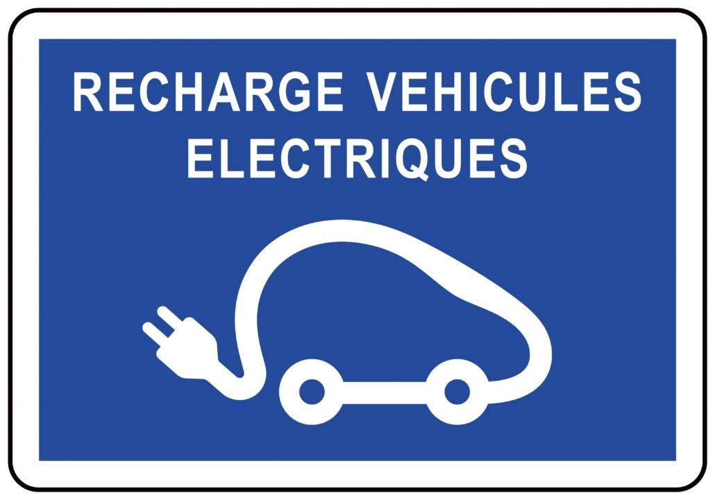 Panneau d'emplacement et de recharge de véhicule en libre service ou en autopartage.